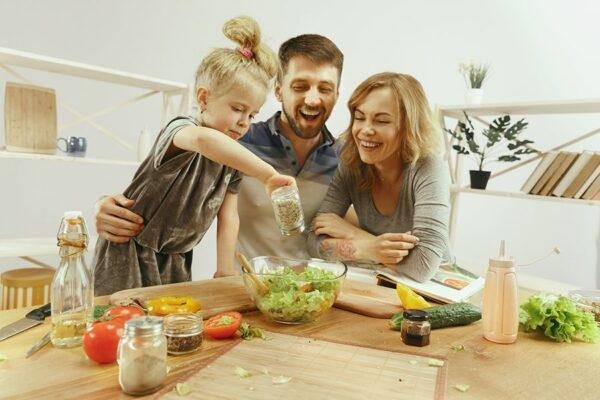 Cozinha de casa é uma das áreas mais perigosas para crianças